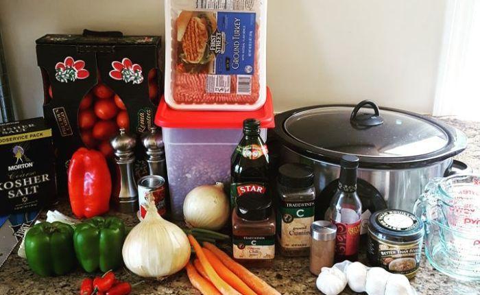 <i></i> Chili prep for dinnertonight